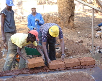 Limpopo - Ga-Mampa: laying the first bricks!