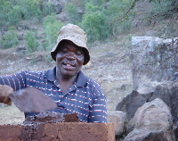 Limpopo - Ga-Mampa, Frans laying mud bricks